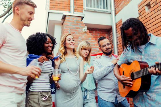Младите хора в двор партия