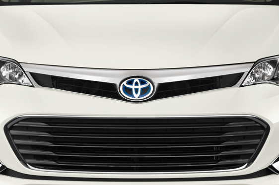 Slide 1 of 25: 2014 Toyota Avalon