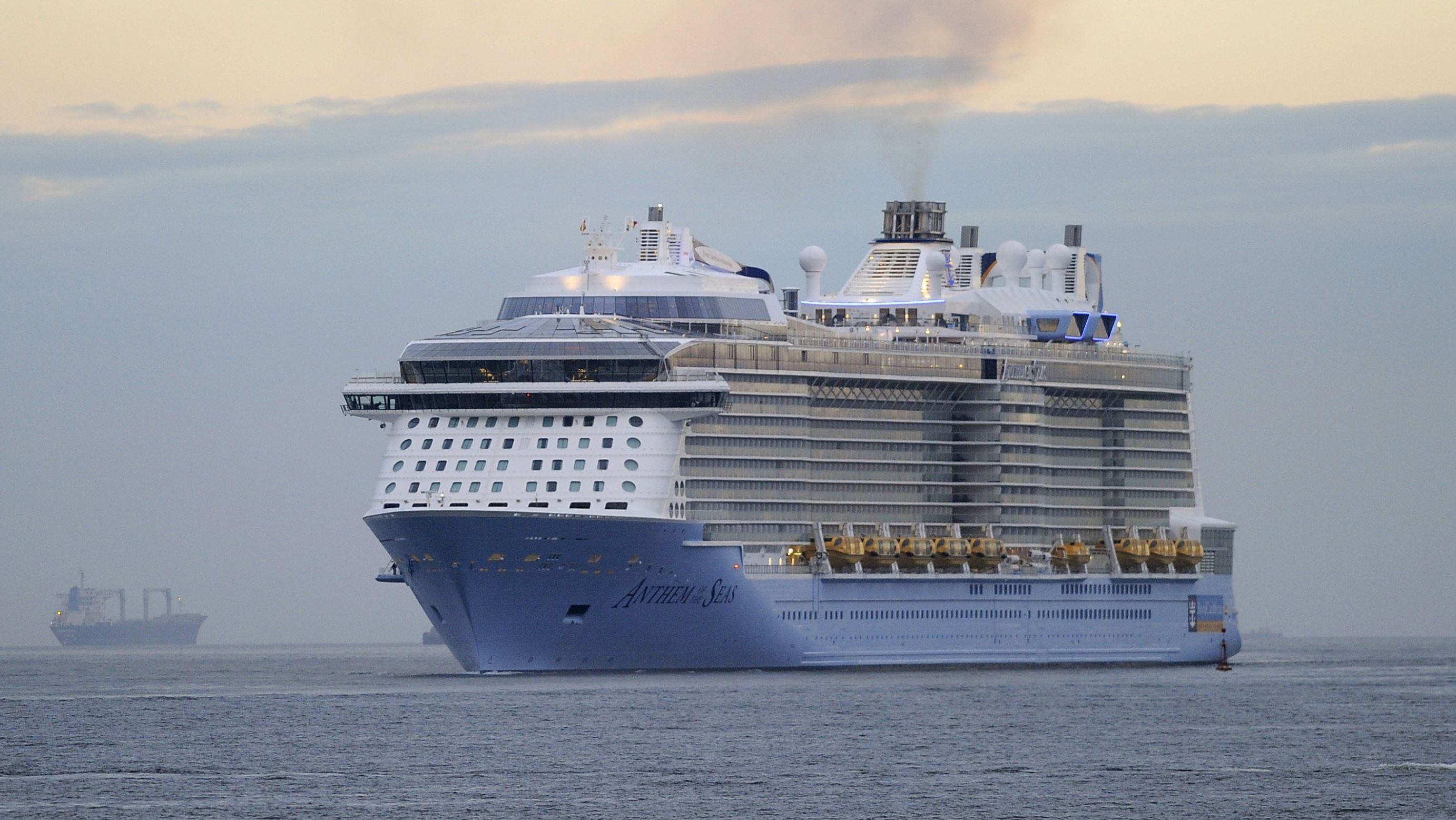 Us Cruise Ship That Was Damaged In Storm Turns Around Again - Cruise ship damaged