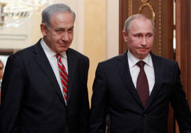 Russian President Vladimir Putin (R) arrives with Israel's Prime Minister Benjamin Netanyahu to a joint news conference in Moscow's Kremlin November 20, 2013.