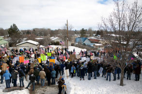 Law enforcement supporters and anti-government protesters gather at the Harney County Courthouse on February 1, 2016 in Burns, Oregon.