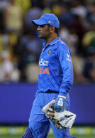 Dhoni sends legal notice
