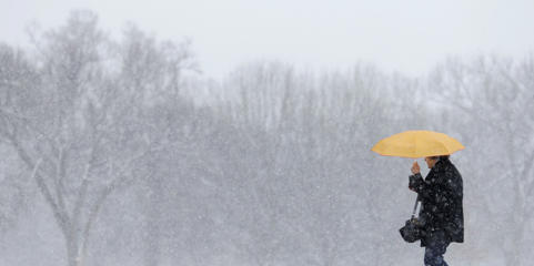 Bonnie Voit, of Sevierville, Tenn., walks through the snow Tuesday, Feb. 9, 2016, in Nashville, Tenn.