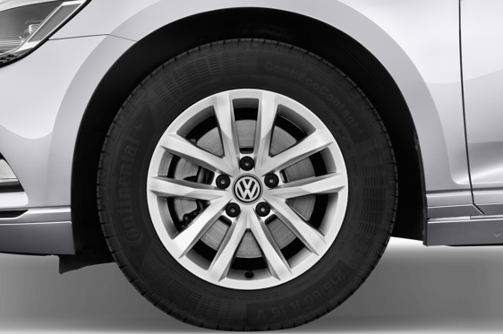 Slide 2 of 25: 2015 Volkswagen Passat