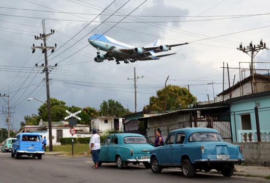 Obama lands in Cuba