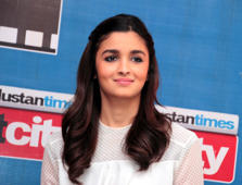Alia flies off to London for vacation