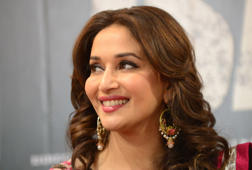 "Madhuri Dixit performs on Deepika's ""Deewani Mastani"""