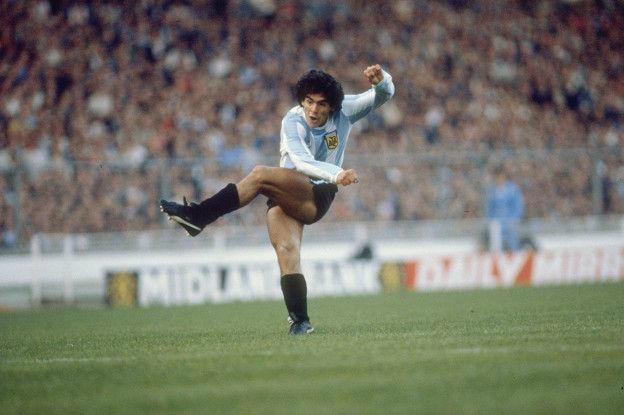 Maradona es considerado por muchos como el mejor jugador de la historia.