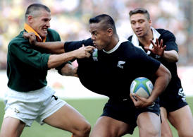 Jonah Lomu in action during the 1995 Rugby World Cup final against the Springboks.