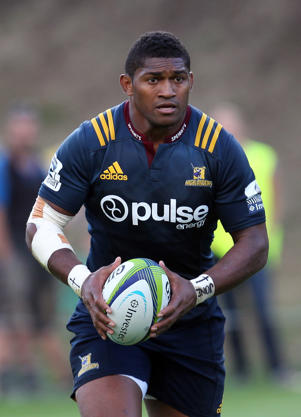 Waisake Naholo of the Highlanders looks at his options during the Super Rugby trial match between the Highlanders and the Waratahs at the Queenstown Recreation Ground on February 19, 2016 in Queenstown, New Zealand