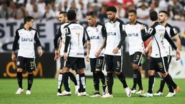 Jogadores do Corinthians lamentam a eliminação para o Nacional-URU