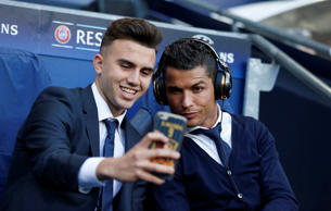 Football Soccer - Manchester City v Real Madrid - UEFA Champions League Semi Final First Leg - Etihad Stadium, Manchester, England - 26/4/16 Real Madrid's Cristiano Ronaldo, right, pauses for a selfie before the game