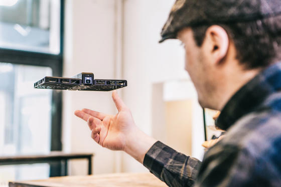 Dia 1 van 82: Hover Camera is ultimate selfie drone - 27 Apr 2016 Hover Camera floats, stablises and can track your face