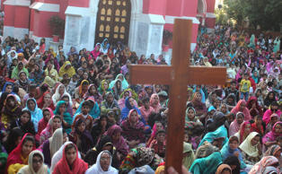 File: Pakistani Christian devotees attend mass to mark Good Friday at Don Bosco Church in Lahore.