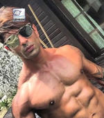 "Karan Singh Grover shows off his ""honeymoon"" abs"