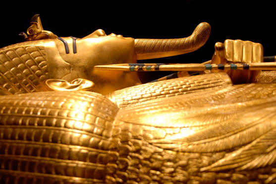 Slide 1 dari 18: King Tut sarcophagus