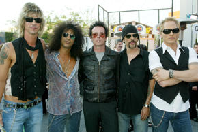 UNIVERSAL CITY, CA - JUNE 17:  (L to R) Duff McKagan, Slash, Scott Weiland, Dave Kushner and Matt Sorum of the new band Velvet Revolver attends the world premiere of the movie 'The Hulk' at Universal Studios on June 17, 2003 in Universal City, California.  (Photo by Kevin Winter/Getty Images)