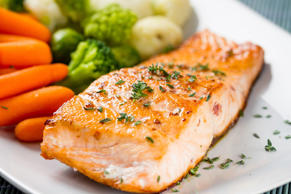 Fillet of salmon with mixed vegetables.