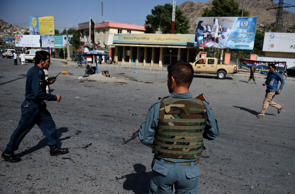 Afghan security personnel arrive after a suicide attack that targeted crowds of minority Shiite Hazaras during a demonstration at the Deh Mazang Circle of Kabul on July 23, 2016.  A powerful explosion on July 23, ripped through crowds of minority Shiite