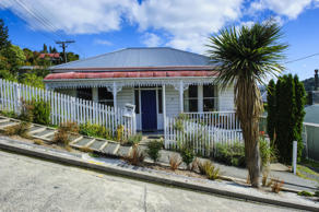 A house in Baldwin Street, the world's steepest residential street, in Dunedin, Otago, South Island, New Zealand.