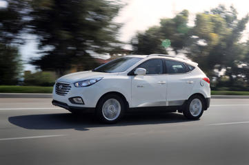 2015-hyundai-tucson-fuel-cell-left-side-driving
