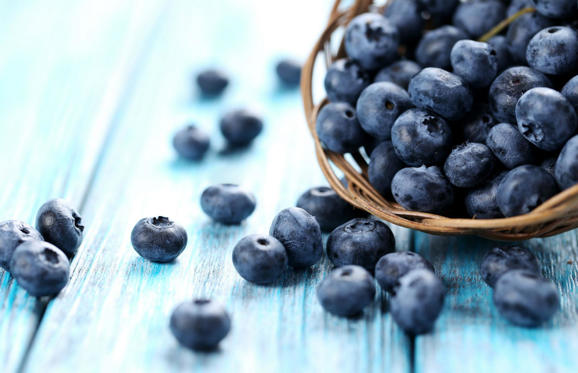 A study from Tufts University in the US found that the consumption of blueberries can be effective in improving or delaying short term memory loss.