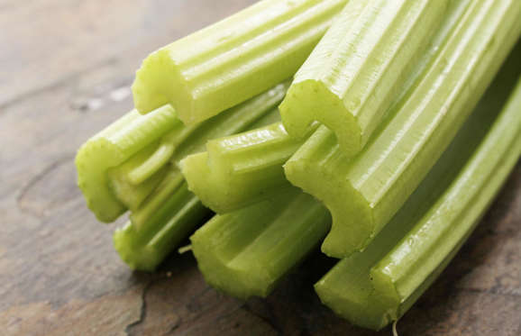 The perfect snack or accompaniment to a salad or stir-fry, celery is one of the richest sources of luteolin, a plant compound that is said to lower the rates of age-related memory loss. Luteolin calms inflammation in the brain, which doctors now believe to be the primary cause of neuro-degeneration.