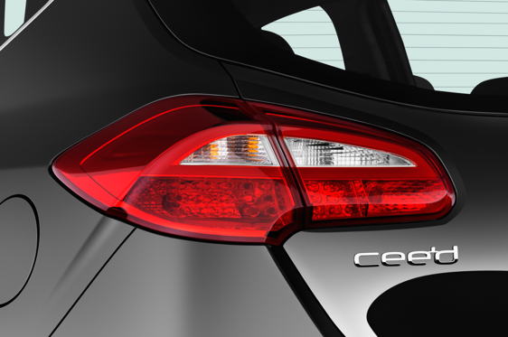 Slide 2 of 25: 2016 KIA cee'd