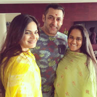Salman Khan poses with sister Arpita and Alvira.