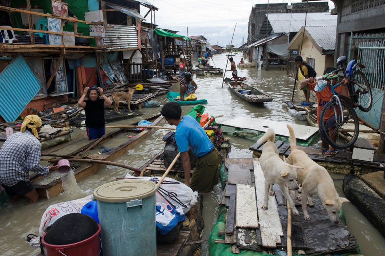 TAYTAY, RIZAL, PHILIPPINES - 2009/10/31: Flooding at Purok 7, Block 2, in Sakbit, Lupang Arenda, a shanty village next to Laguna Lake. After the typhoon Santi hit on October 31. (Photo by Gerhard Joren/LightRocket via Getty Images)