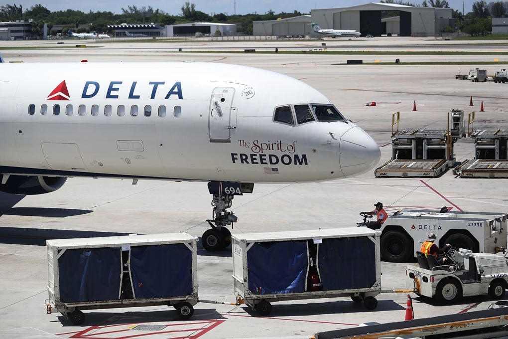 FORT LAUDERDALE, FL - JULY 14: A Delta airlines plane is seen on the tarmac of the Fort Lauderdale-Hollywood International Airport on July 14, 2016 in Fort Lauderdale, Florida.