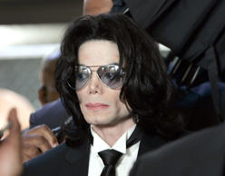 SANTA MARIA, CA - JUNE 13:  Michael Jackson prepares to enter the Santa Barbara County Superior Court to hear the verdict read in his child molestation case June 13, 2005 in Santa Maria, California. After seven days of deliberation the jury has reached a