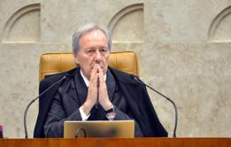 'Tropeço na democracia', diz Lewandowski sobre impeachment