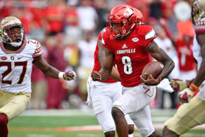 Louisville quarterback Lamar Jackson (8) runs the ball against Florida State during the second half at Papa John's Cardinal Stadium on Sept. 17, 2016. Louisville defeated Florida State 63-20.