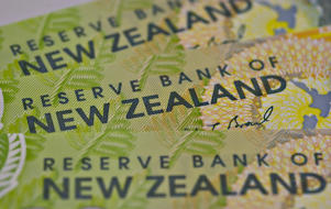 NZD gives up gains vs. British pound