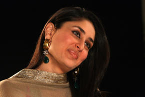 MUMBAI, INDIA - NOVEMBER 11: Actor Kareena Kapoor in an interview with India Today Group Editor Prabhu Chawla for the show Seedhi Baat in Mumbai on Wednesday, November 11, 2009.  (Photo by Bhaskar Paul/India Today Group/Getty Images)