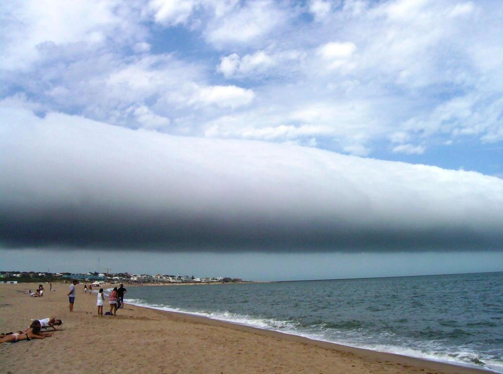 Las Olas beach, Maldonado, Uruguay - 25 Jan 2009 Roll cloud seen from Las Olas beach, Maldonado, Uruguay
