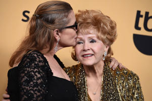 Image of Carrie Fisher and Debbie Reynolds