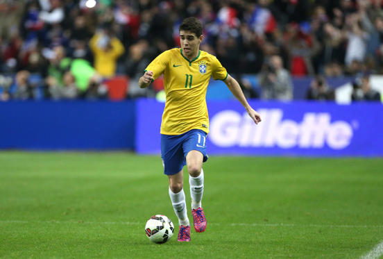 圖片 1 /共 59 張: PARIS, FRANCE - MARCH 26: Oscar dos Santos of Brazil in action during the international friendly match between France and Brazil at Stade de France on March 26, 2015 in Saint-Denis near Paris, France. (Photo by Jean Catuffe/Getty Images)
