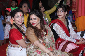Sharbani Mukherjee and Sumona Chakravarti pose for photographers at North Bombay Sarbojanin Durga Puja Mandal.<br />