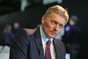 Kremlin press secretary Dmitry Peskov talks to a reporter in New York, Nov. 10, 2016.
