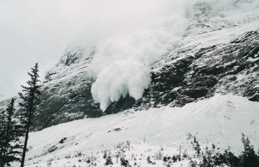 <p>France, French Alps, Trois Vallées, Avalanche of snow crashing down steep mountainside.(Photo by: Eye Ubiquitous/UIG via Getty Images)</p>