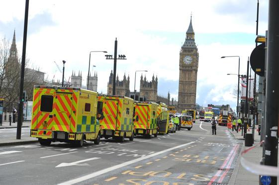Slide 3 de 17: Ambulances line up on Westminster Bridge as they respond to an armed incident on March 22, 2017 in London, England. A police officer has been stabbed near to the British Parliament and the alleged assailant shot by armed police. Scotland Yard report they have been called to an incident on Westminster Bridge where several people have been injured by a car.