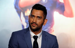 Dhoni enjoys India-Australia match in Ranchi
