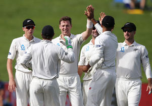 Matt Henry celebrates the wicket of Temba Bavuma on day two of the third horse.