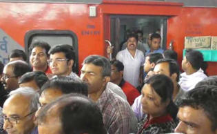 Six passengers fell ill from food poisoning on Sealdah bound Rajdhani Express on Tuesday.