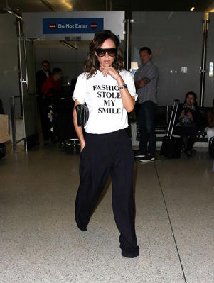 Victoria wore her statement tee as she arrived in LA (Photo: X17online.com)