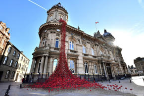 The poppy sculpture Weeping Window by artist Paul Cummins and designer Tom Piper is unveiled outside the Maritime Museum in Hull as part of a UK-wide tour organised by 14-18 NOW, the arts programme for the First World War centenary.