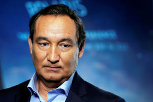 FILE PHOTO --  Chief Executive Officer of United Airlines Oscar Munoz introduces a new international business class dubbed United Polaris in New York, U.S. June 2, 2016. REUTERS/Lucas Jackson/File Photo