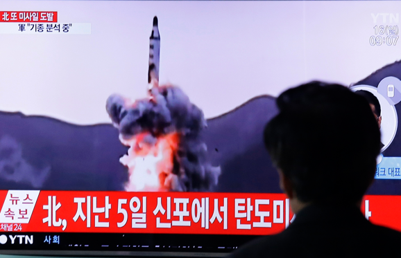 "Slide 1 de 18: A man watches a TV showing file footage of a North Korea's ballistic missile at Seoul Railway Station in Seoul, South Korea, Sunday, April 16, 2017. A North Korean missile exploded during launch Sunday from the country's east coast, U.S. and South Korean officials said, a high-profile failure that comes as a powerful U.S. aircraft carrier approaches the Korean Peninsula in a show of force. The letters on the top read ""North Korea, Fire missile."" (AP Photo/Ahn Young-joon)"